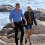 taylor-swift-beach-time-with-tom-hiddleston