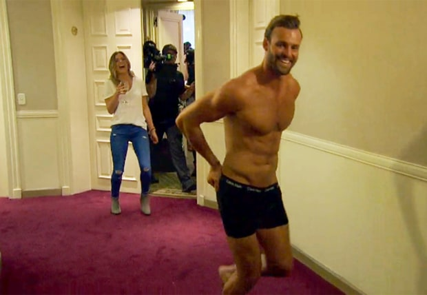 bachelorette robby strips down for jojo fletcher 2016