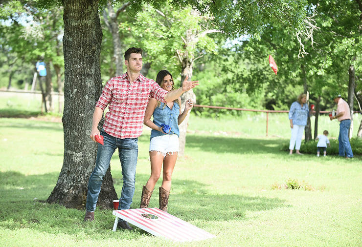 jojo fletcher working cornhole for luke pell the bachelorette