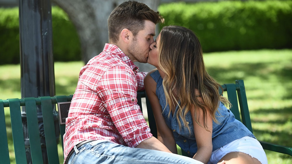 'The Bachelorette' 1208 JoJo Fletcher can't decide on Top 3 men 2016 images