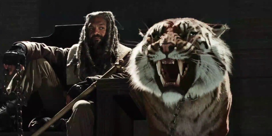 the walking dead brings more negan and king ezekiel at comic con 2016 images