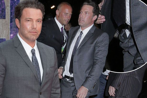 ben affleck untucks for suicide squad 2016 gossip