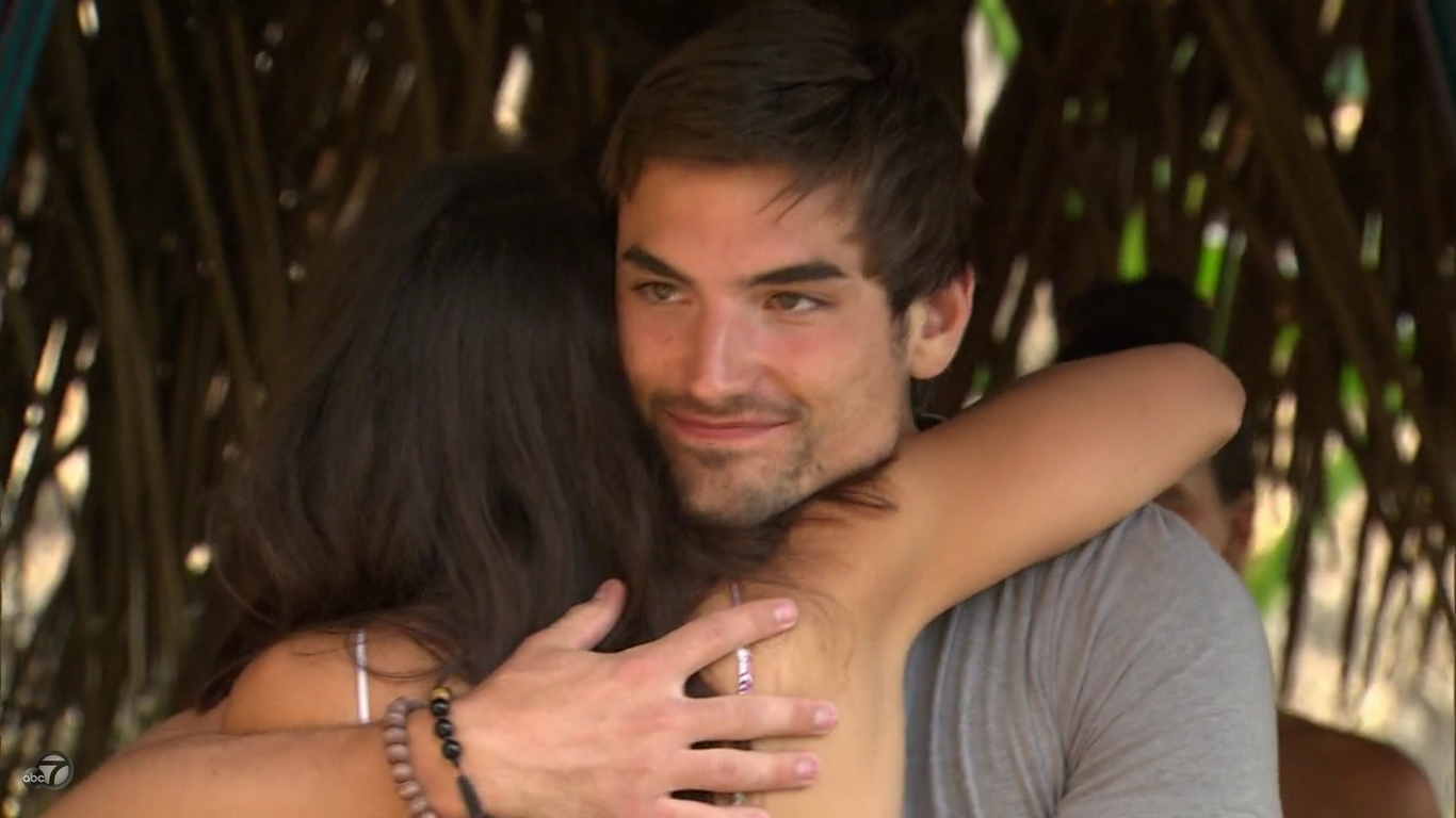 jared hugging caila and looking at ashley bachelor in paradise 305