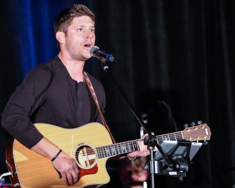 jensen ackles guitar bulge on supernatural