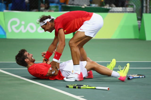 rafael nadal pulling up marc lopez junk at rio olympics 2016