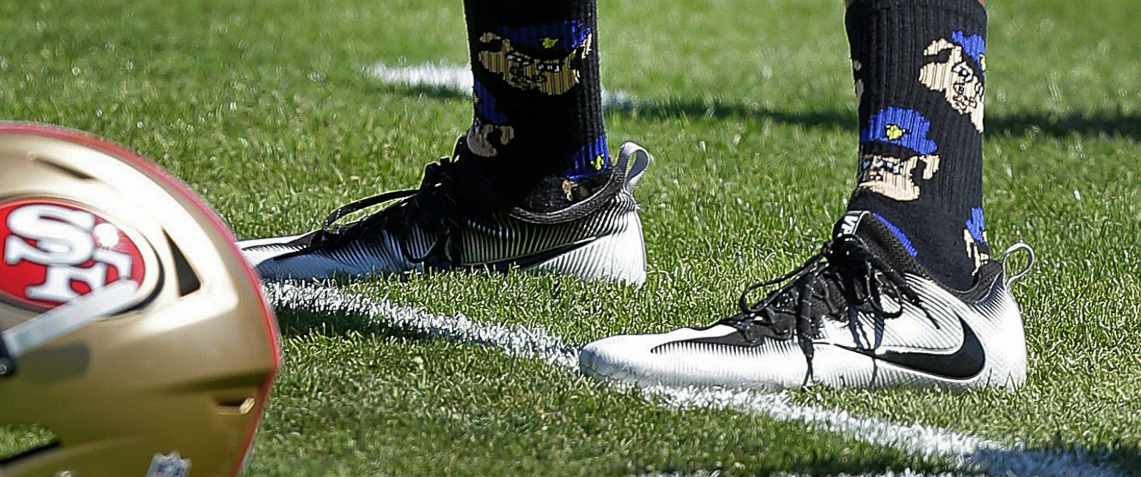 colin kaepernick socks setting off police 2016 images