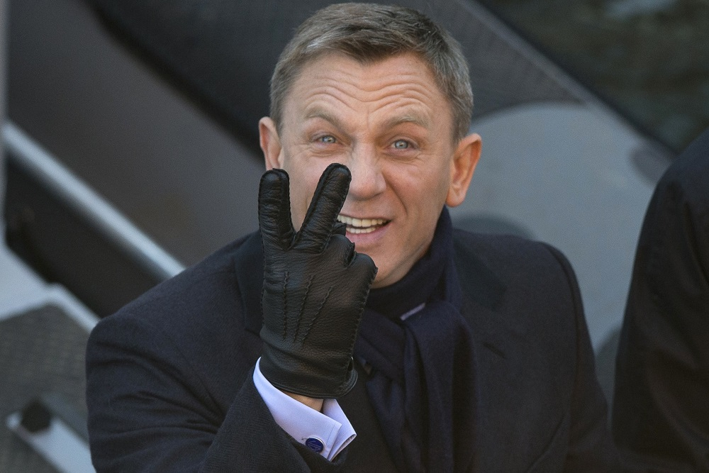 daniel craig lauging way to bank as James Bond Producers still want him 2016 images