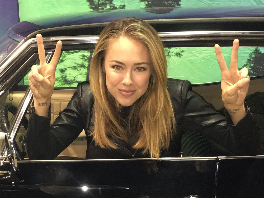lindsey mckeon in supernatural car 2016