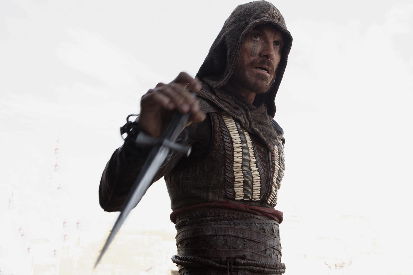 michael fassbinder assassins creed action images 2016 movie 1600×1066