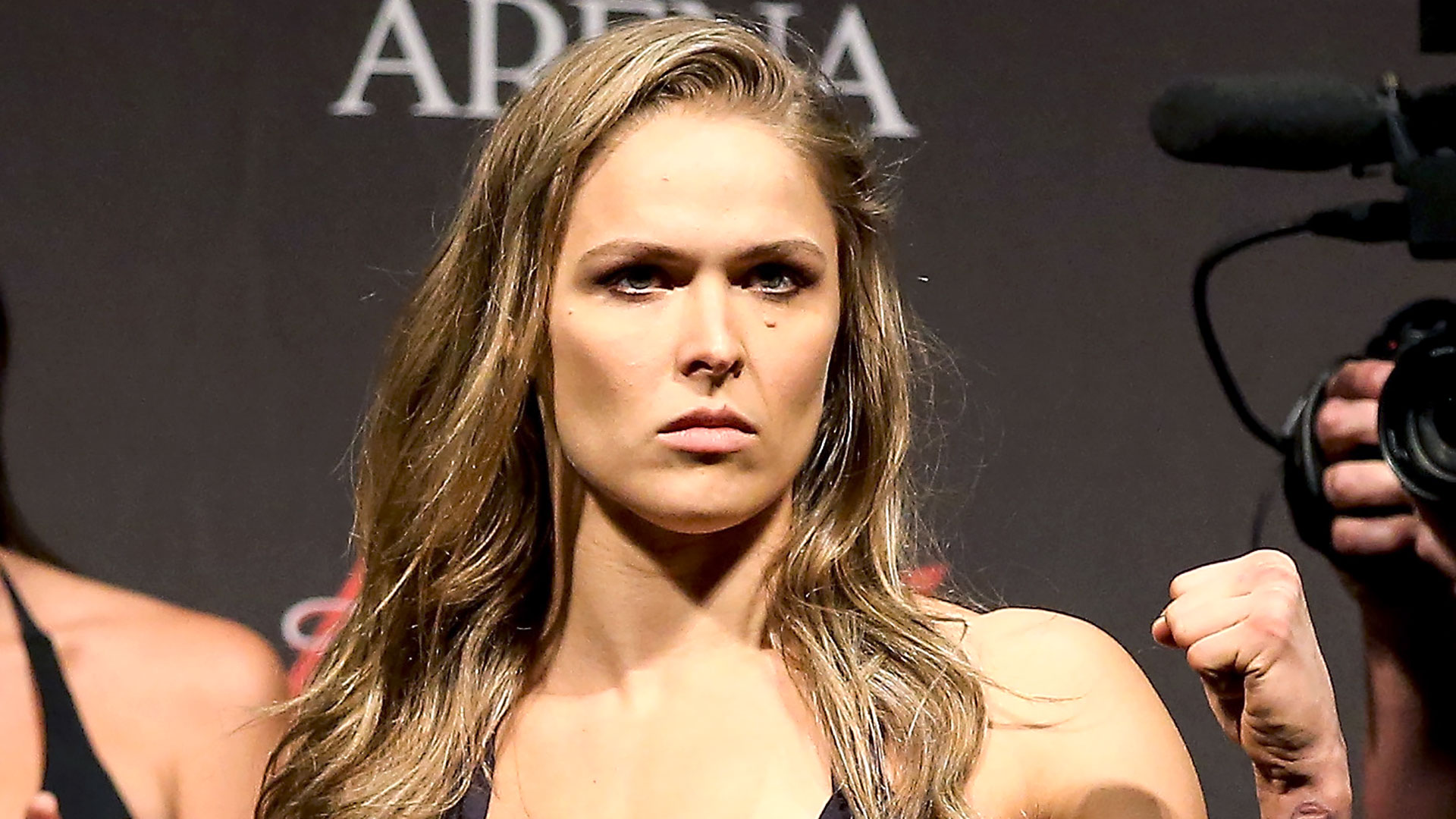 MMA Weekly: Cris Cyborg wins, Ben Saunders back and Ronda Rousey ready 2016 images