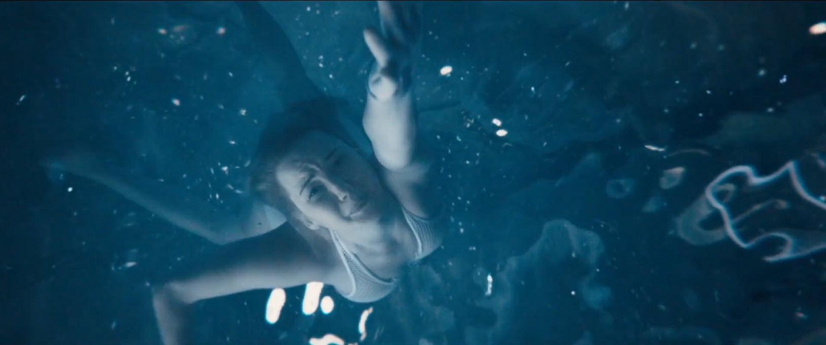 'Passengers' trailer lands along with new Chris Pratt, Jennifer Lawrence images 2016 images