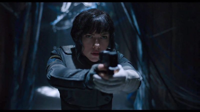 scarlett johanssen gun in ghost in the shell