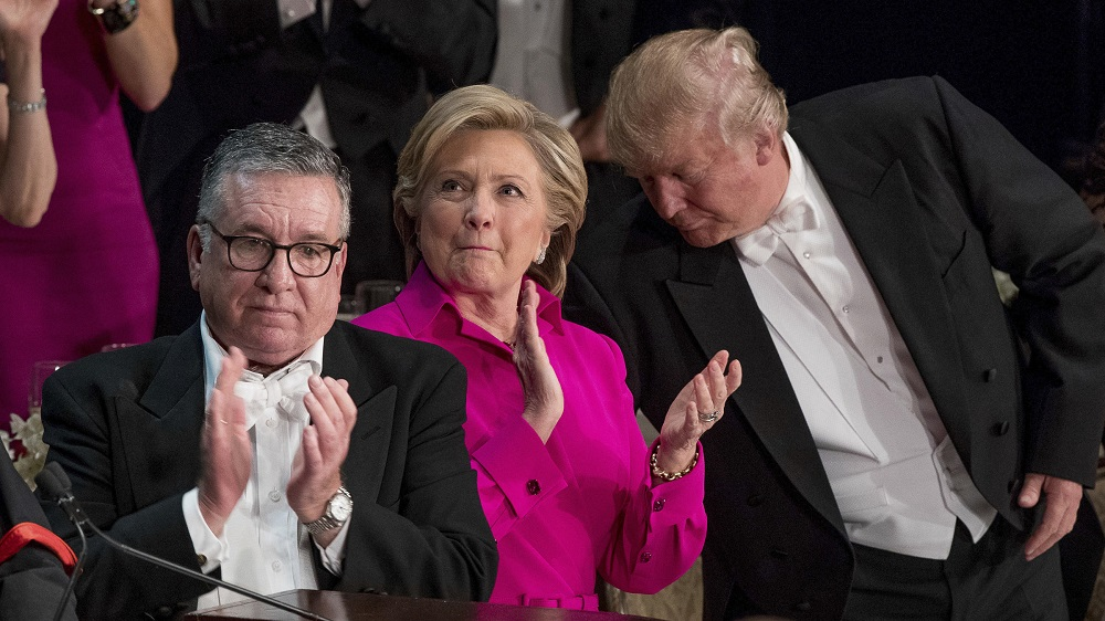 donald trump hits new low at hillary clinton dinner 2016 images