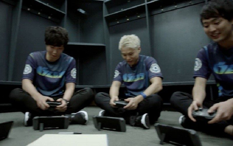 nintendo switch japanese men playing 2016