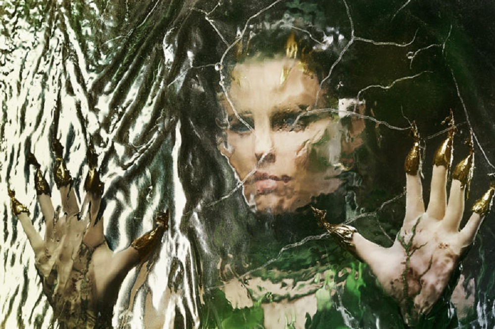 Elizabeth Banks brings out new 'Power Rangers' Rita Repulsa looks 2016 images