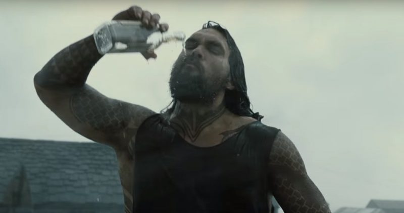 jason mamoa as aquaman drinking down