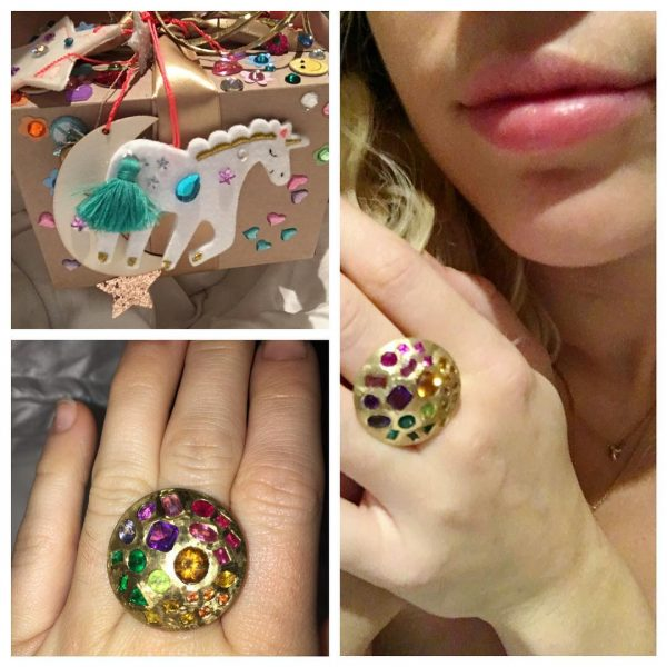 miley cyrus ring from liam hemsworth 2016