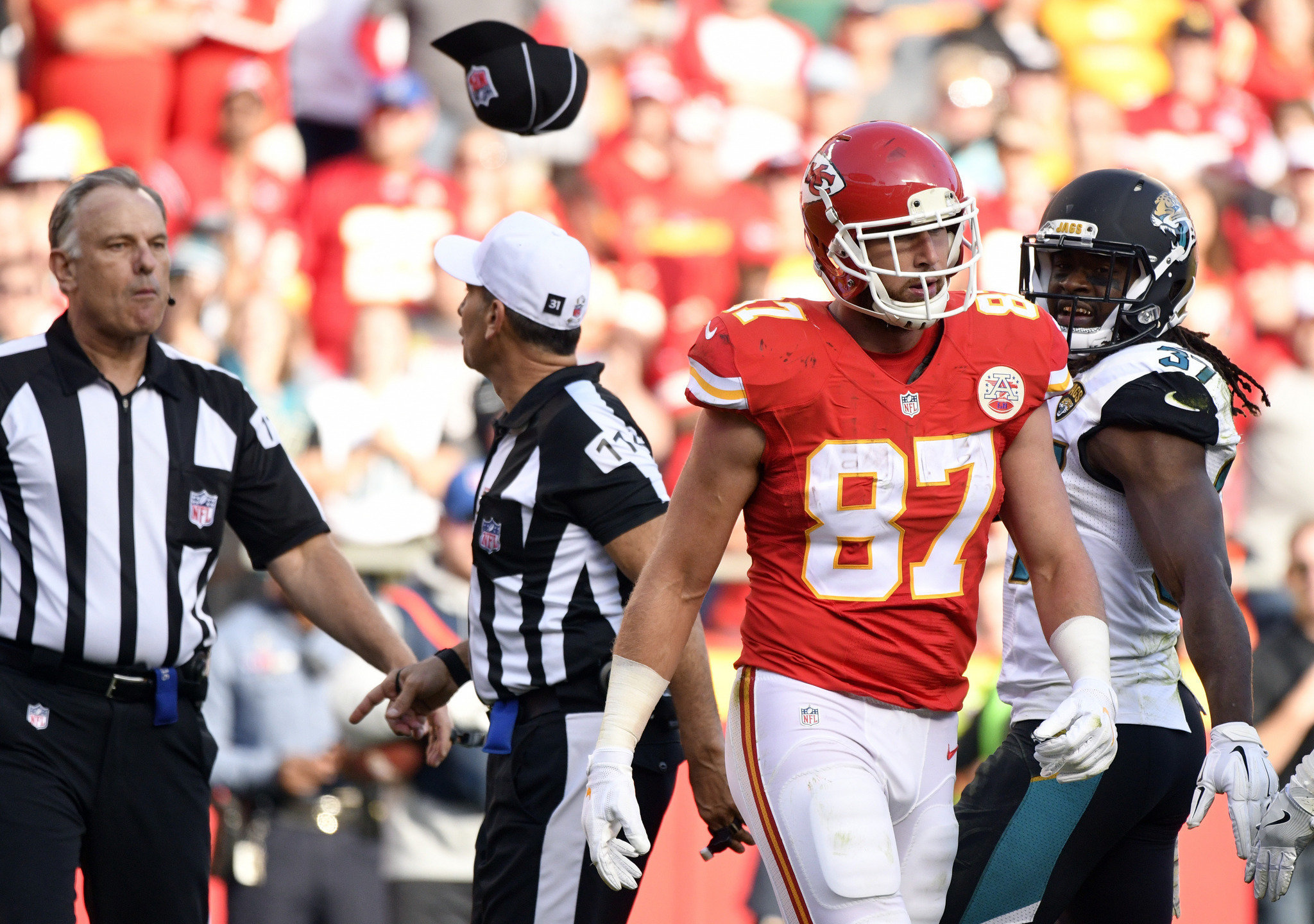 travis kelce towel throw at ref gets him ejected