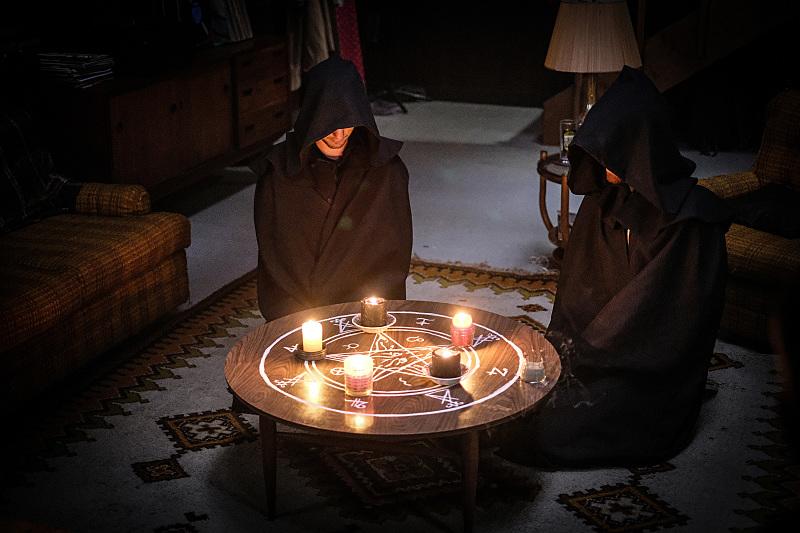 jeff evans todd talks conjuring lucifer for supernatural 2016 images