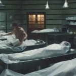 tom cruise stripped down in mummy bodybag