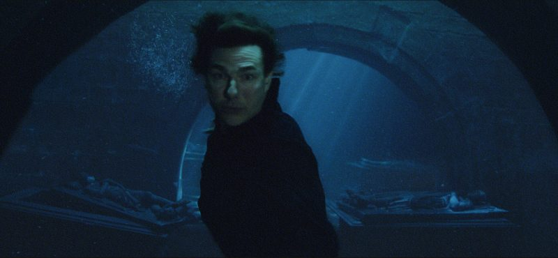 tom cruise underwater images from the mummy movie