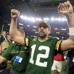 aaron rodgers shows off what hes packing