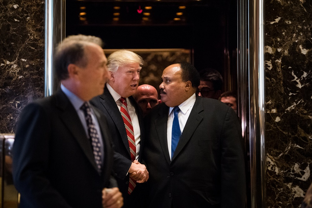 donald trump meets martin luther kings son after john lewis twitter rant 2017 images