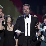 stranger things shakes up sag awards 2017 images
