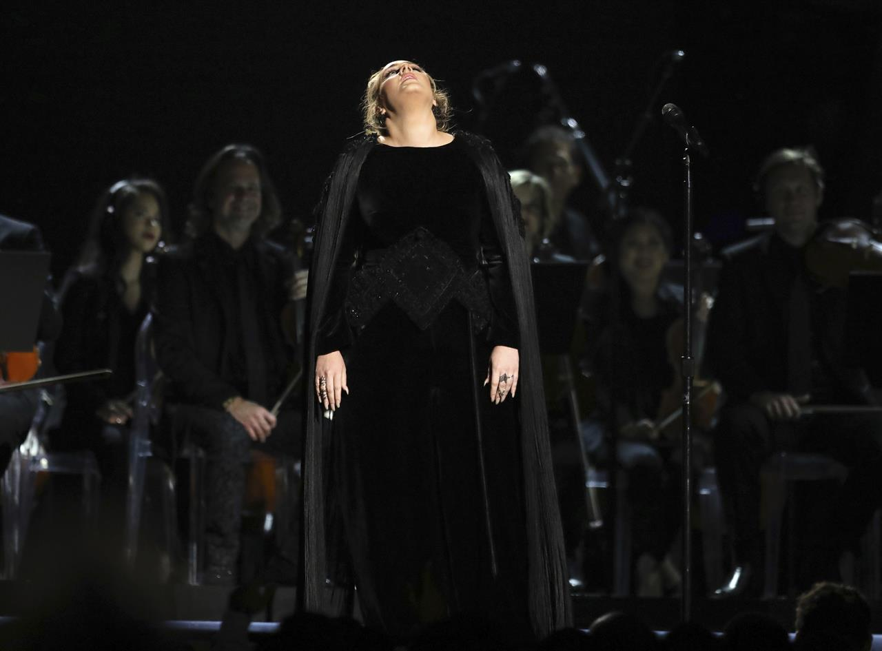 Adele and Beyonce give 2017 Grammy's some life images