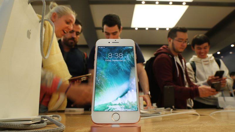 iphone 7 brings apple back