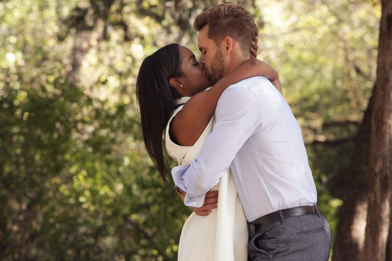 nick viall kissing rachel bachelor