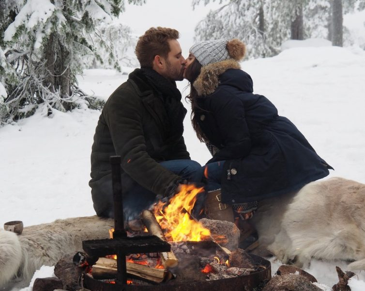 bachelor nick viall kissing raven gates 2017