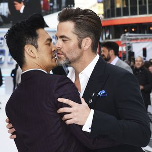 john cho sulu gay kiss on star trek beyond chris pine