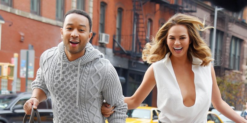 john legend helps chrissy teigen depression