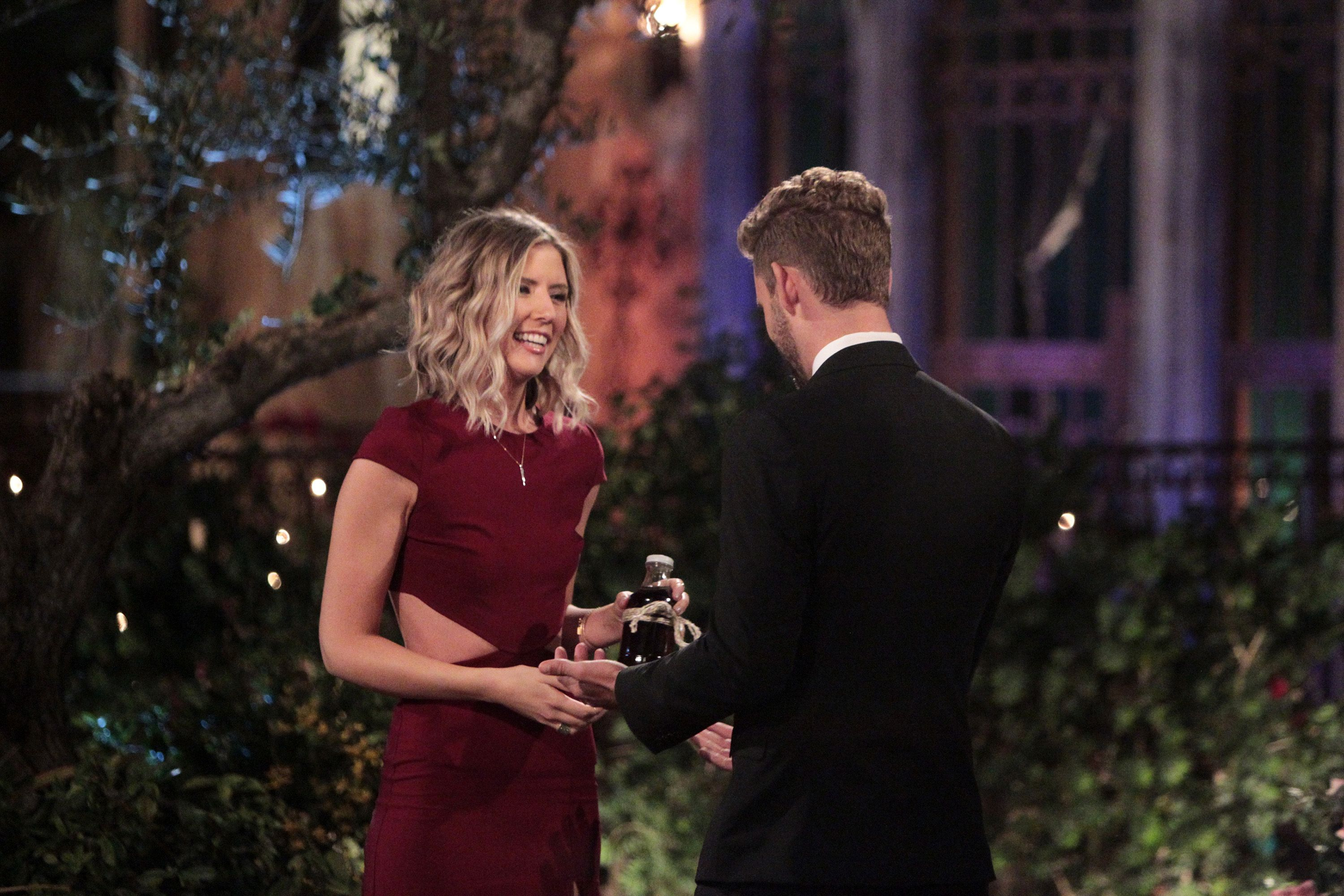 nick viall the bachelor steams up fantasy suites knocking out rachel 2017 images