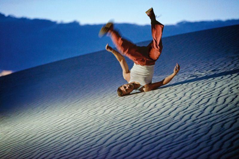 brad pitt tee shirt rolling in sand