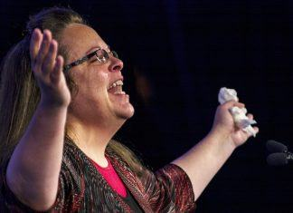 court allows kentucky clerk kim davis to be sued by same sex couple 2017 images