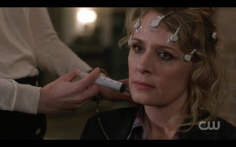supernatural toni setting mary winchester hair with clips