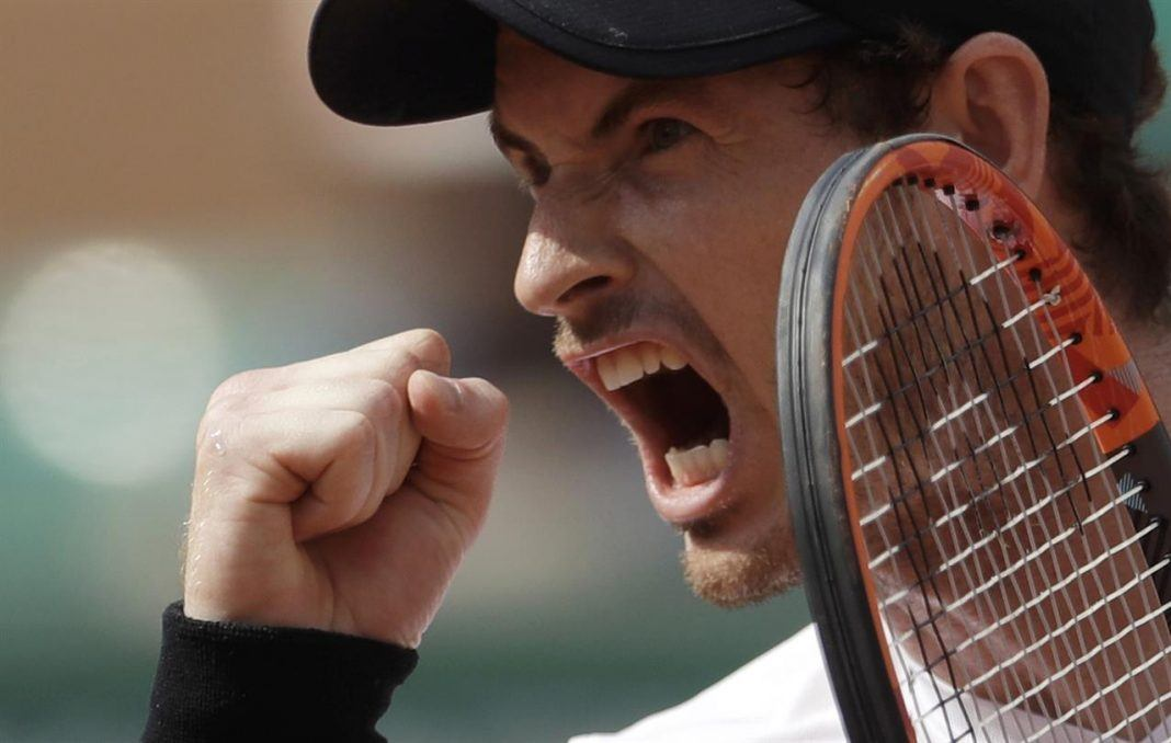 andy murray moves to quarters after del potro