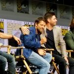 jensen ackles giving misha collins hug supernatural comic con