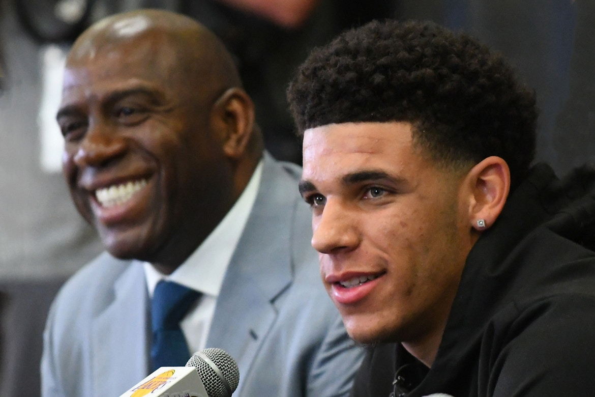 magic johnson sees plenty of lakers magic in lonzo ball 2017 images