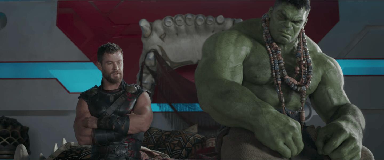 thor ragnarok hulk battling comic con