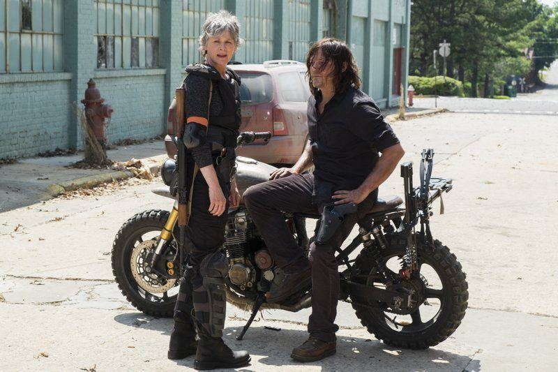 walking dead carol with daryl dixon motorcycle
