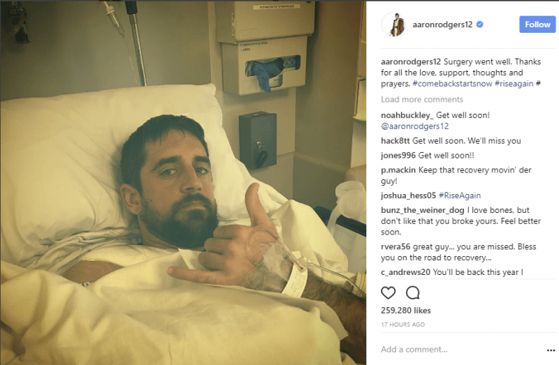 aaron rodgers thumbs up for gans after shoulder injury