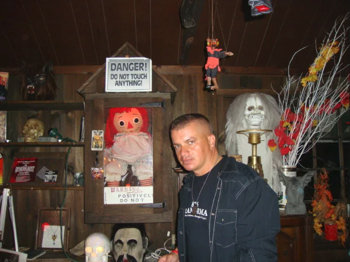ed lorrain warren museum with annabelle oll 2017 images