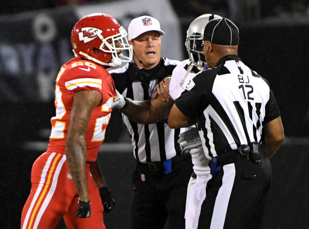 marshawn lynch ejected from raiders vs chiefs game