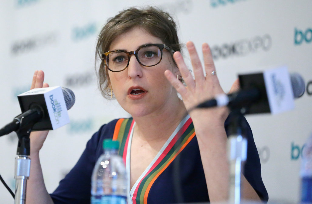 mayim baliks 1950s style feminism explains how rape culture thrived 2017 images