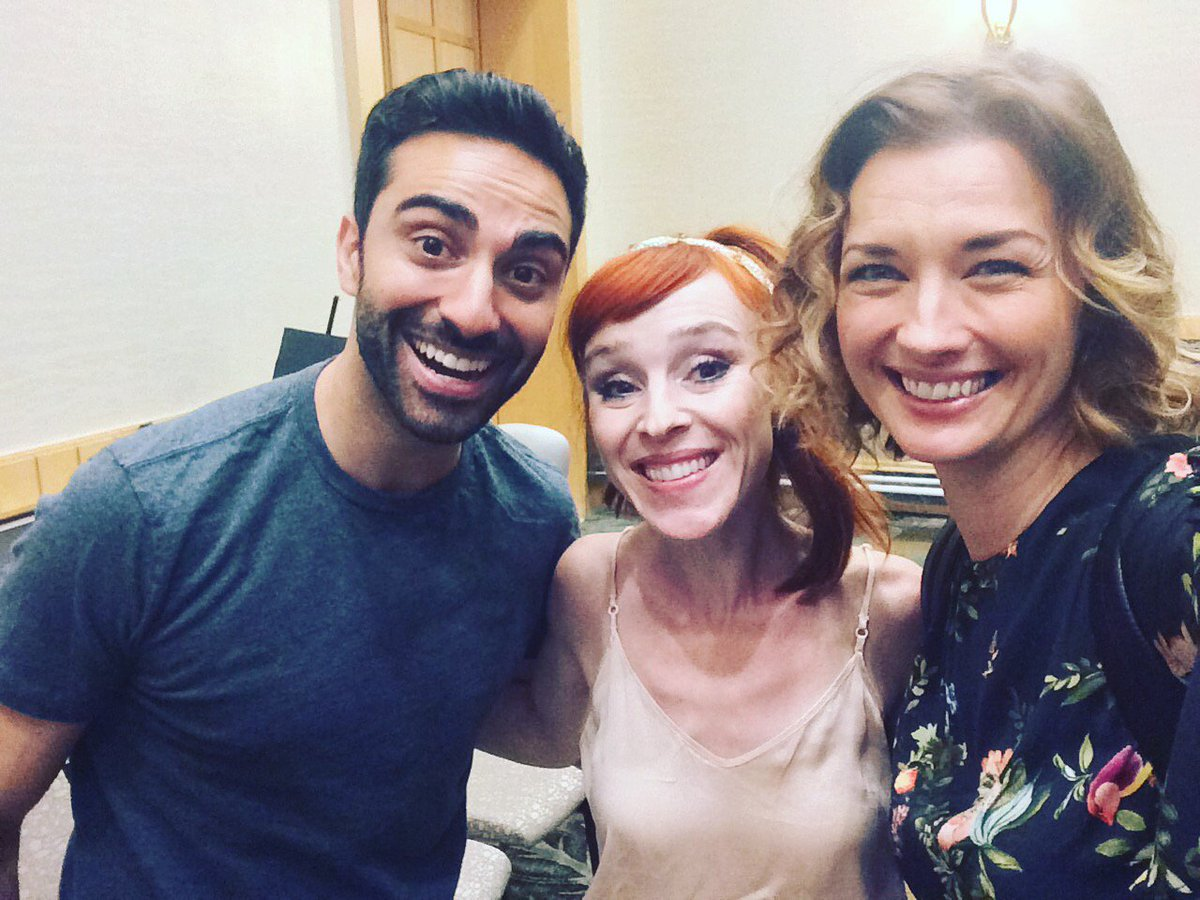 lee madjour with erica and ruth connell at supernatural vancon 2017