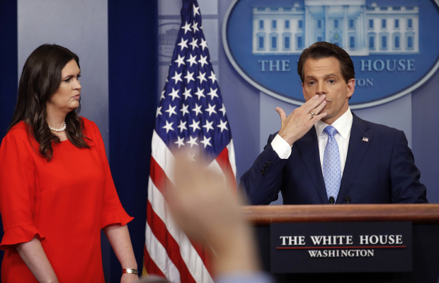 anthony scaramucci blowing kiss to white house press corps