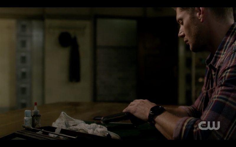 supernatural 1308 jensen ackles dean taking gun apart scorpion